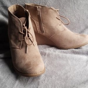 Universal thread wedge booties.